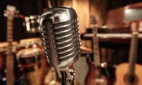 Ποιoς συνεργάτης του ΓΑΠ έγινε τραγουδιστής;