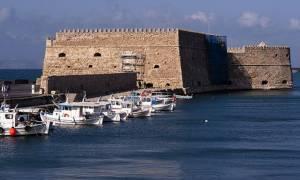 Ηράκλειο: Νεαρός έπεσε στη θάλασσα