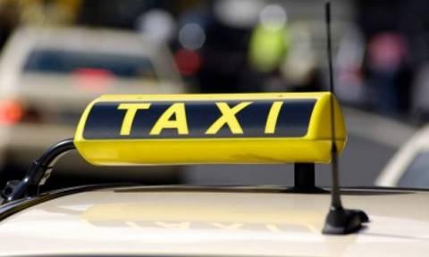 Συγκέντρωση οδηγών ταξί στο υπουργείο Μεταφορών