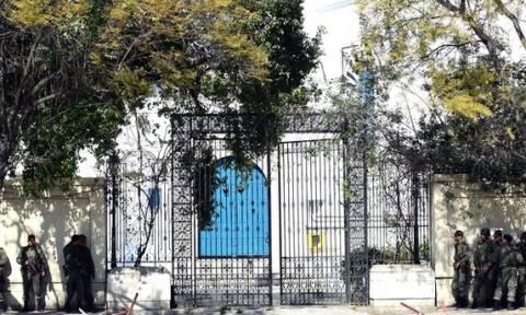 Τυνησία: Τρία άτομα εντοπίστηκαν να κρύβονται μια ημέρα μετά την επίθεση