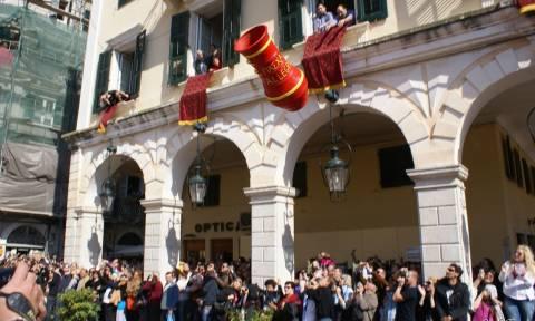 Trivago: Ποιοι προτιμούν Ελλάδα για το Πάσχα, πού τσίμπησαν οι τιμές των καταλυμάτων