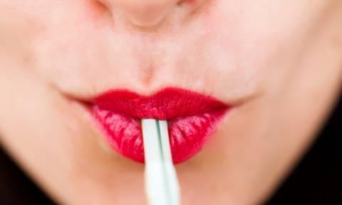 Τέσσερις «ύπουλες» συνήθειες που προκαλούν ρυτίδες