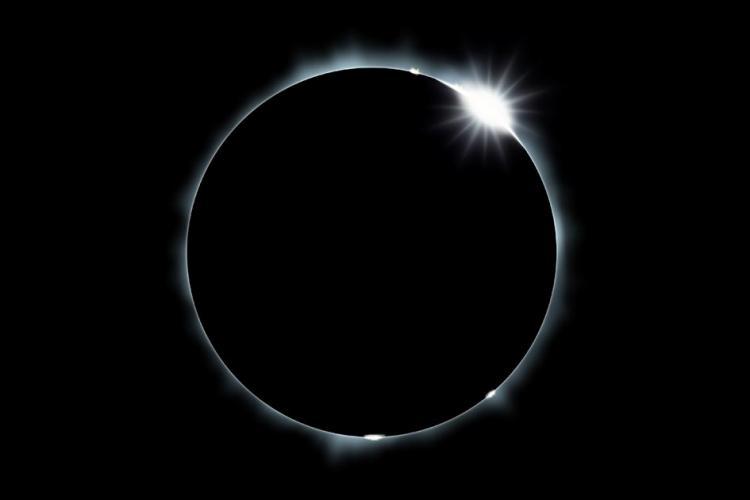 total solar elipse diamondring copy