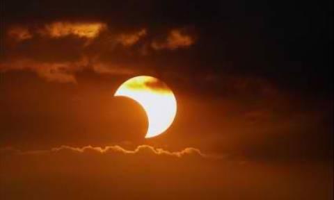 Έκλειψη Ηλίου: Εγκύκλιος για έκτακτα μέτρα στα σχολεία