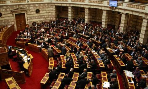 Βουλή: Υπερψηφίστηκε επί της αρχής στις Επιτροπές το ν/σ για τις 100 δόσεις
