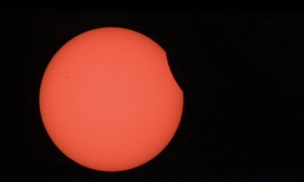 Έκλειψη ηλίου: Δείτε τις πρώτες εντυπωσιακές φωτογραφίες (photos)