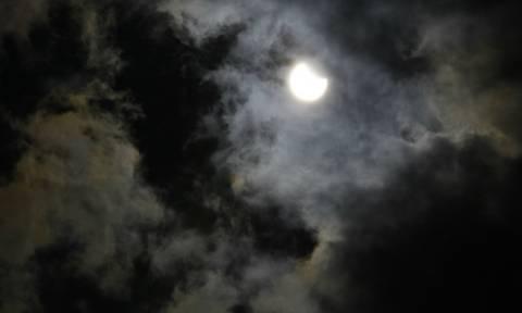 Η έκλειψη ηλίου όπως φάνηκε από την Ακρόπολη (photos)