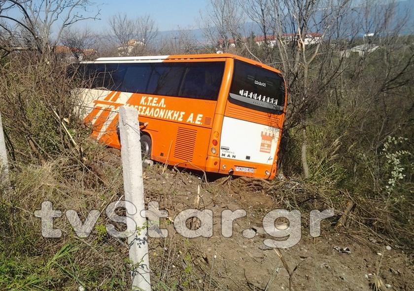 Εκτροπή λεωφορείου με 20 επιβάτες έξω από τη Λαμία