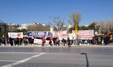 Σε εξέλιξη αντιφασιστική πορεία στη Θεσσαλονίκη (video)