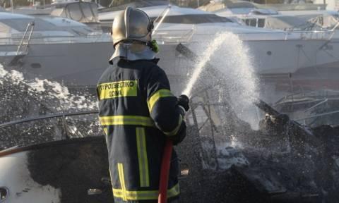 Φωτιά σε θαλαμηγό στη Μαρίνα Αλίμου