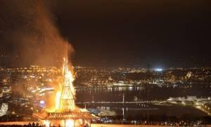 Κάηκε το μνημείο πεσόντων στην Ιρλανδία (photos)