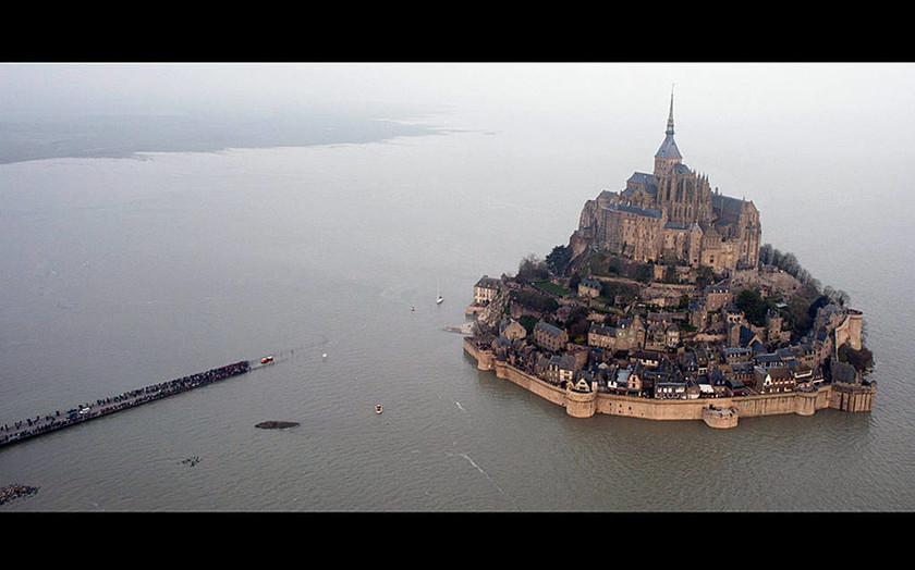 Γαλλία: Το παλιρροϊκό κύμα που περίμεναν επί 18 χρόνια (video+photos)