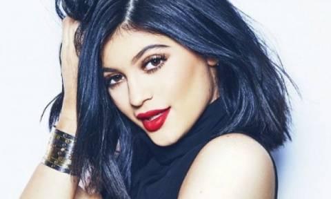 Θα τα χάσετε: Πόσο κοστίζουν τα βραχιόλια που φορά η 17χρονη Kylie Jenner;