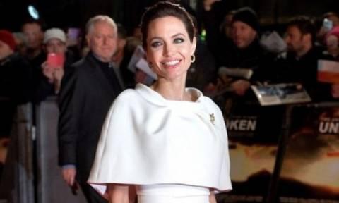 Δεν το πιστεύουμε! Η Angelina Jolie αγνώριστη στα 18 της ποζάρει ως μοντέλο