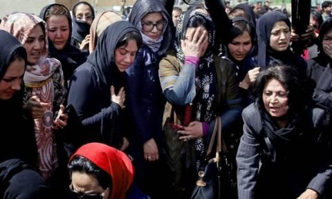 Αφγανιστάν: Αθώα μετά θάνατον – Θρήνος στην κηδεία της 27χρονης (video)