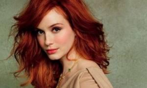 Ακόμη και η πιο πιστή κοκκινομάλλα άλλαξε χρώμα στα μαλλιά της!