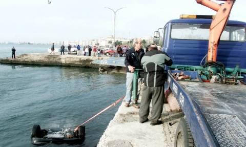 Ηράκλειο: «Βουτιά» ταξί στο λιμάνι