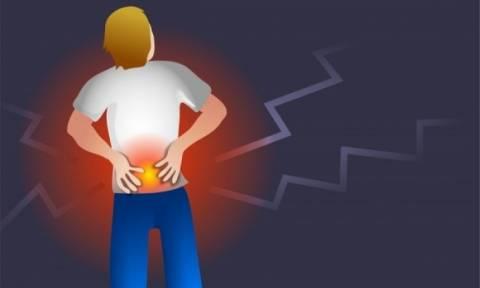Αγκυλοποιητική σπονδυλίτιδα: Ποια τα συμπτώματα, εκτός από τον πόνο στη μέση