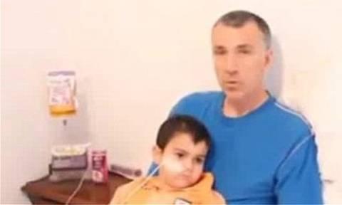 Ο μικρός Έισα Κινγκ που είχε όγκο στο κεφάλι «νίκησε» τον καρκίνο