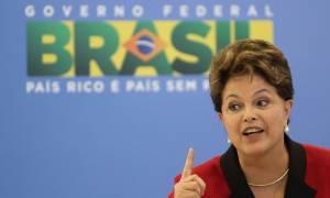Η πλειοψηφία των Βραζιλιάνων ζητά την αποπομπή της προέδρου Ρούσεφ