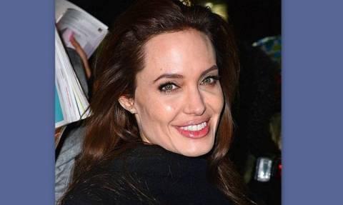 H Angelina Jolie αφαίρεσε και τις ωοθήκες της