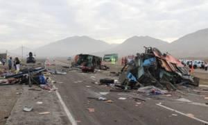 Περού: Δεκάδες νεκροί έπειτα από σύγκρουση λεωφορείων