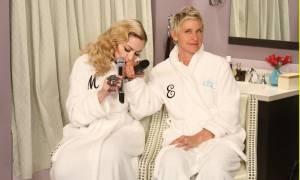 To φινάλε της Εβδομάδας Madonna τελείωσε, τραγουδώντας στο μπάνιο (video)