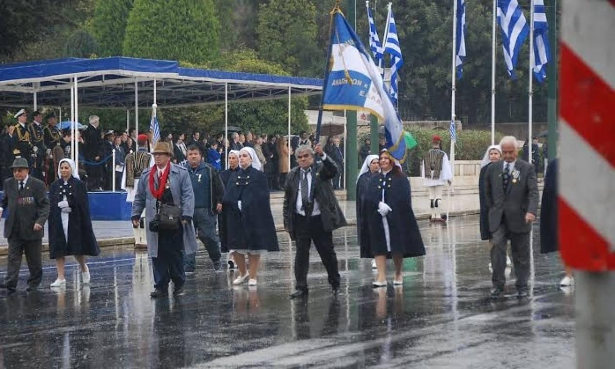 Υπό βροχή η στρατιωτική παρέλαση της 25ης Μαρτίου (photos)