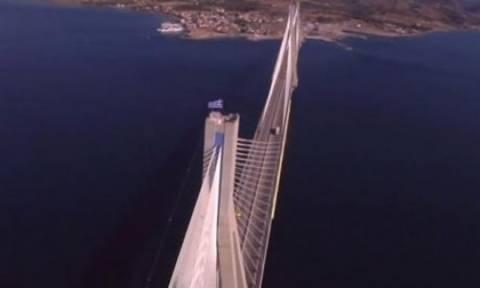 Το βίντεο από τη γέφυρα του Ρίου Αντιρρίου που κάνει θραύση στο διαδίκτυο