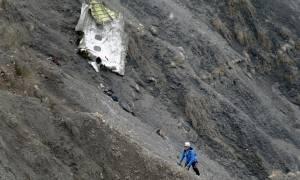 Πτώση αεροπλάνου: Ένα μέλος του πληρώματος είχε κλειδωθεί έξω από το πιλοτήριο