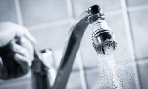 Σοβαρός κίνδυνος υγείας από τη χρήση ζεστού νερού βρύσης – Οι επιστήμονες εξηγούν