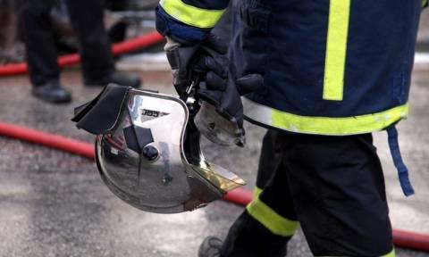 Βόλος: Φωτιά σε πυλωτή πολυκατοικίας