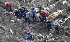 Συντριβή Airbus: Οι πρώτες εικόνες από τον τόπο της τραγωδίας (video)