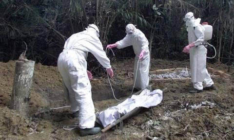 Λιβεριανή Πέθανε από Έμπολα – Είχε σεξουαλική επαφή με άτομο που ανάρρωνε από τον ιό