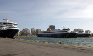 Όχημα… κατέληξε στο λιμάνι του Πειραιά