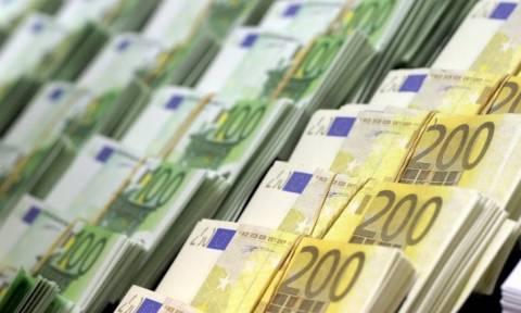 Bloomberg: Οι ελληνικές τράπεζες αιμορραγούν...