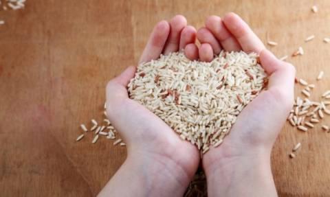 Πώς να μαγειρέψετε το ρύζι για να έχει τις μισές θερμίδες