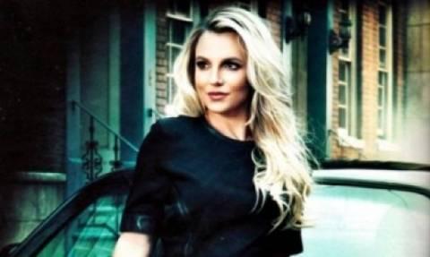 Η Britney Spears ξεχνάει το photoshop και κερδίζει τον τίτλο της ακομπλεξάριστης σταρ