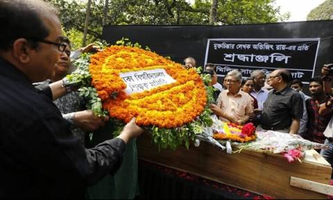 Μπαγκλαντές: Φανατικοί ισλαμιστές έσφαξαν μπλόγκερ