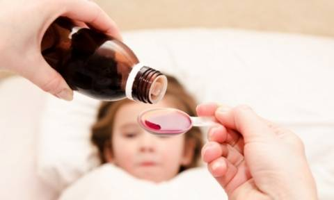 SOS παιδιάτρων: Μην δίνετε στα παιδιά τα φάρμακα με κουταλάκι