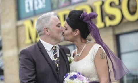 Βρετανία: Παντρεύτηκαν στο... σούπερ μάρκετ! (video)