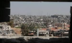 Συρία: Ένας νεκρός και 30 τραυματίες από ρίψη οβίδας