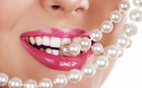 Τρία μυστικά για ακόμη πιο λευκά δόντια