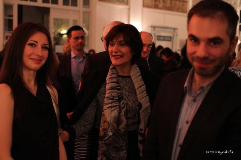 Η βραβευμένη πιανίστρια Μαρία Κοτρότσου εντυπωσίασε το Παρίσι! (pics)