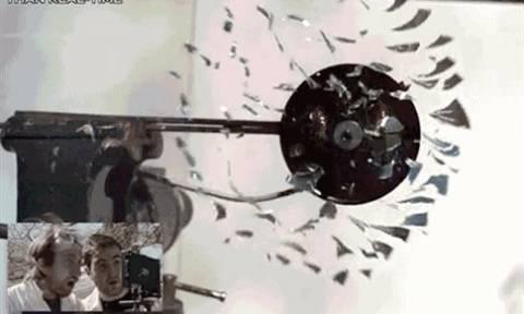 Tι παθαίνει ένα CD σε υψηλές στροφές (video)
