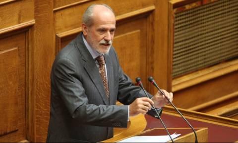 ΠΑΣΟΚ και ΚΚΕ κατηγορούν την κυβέρνηση ότι χαρίζει χρέη σε μεγαλοοφειλέτες