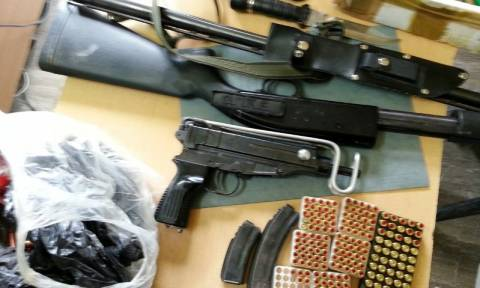 Ηράκλειο: Μίνι οπλοστάσιο σε μαντρί – Δύο συλλήψεις (photo)