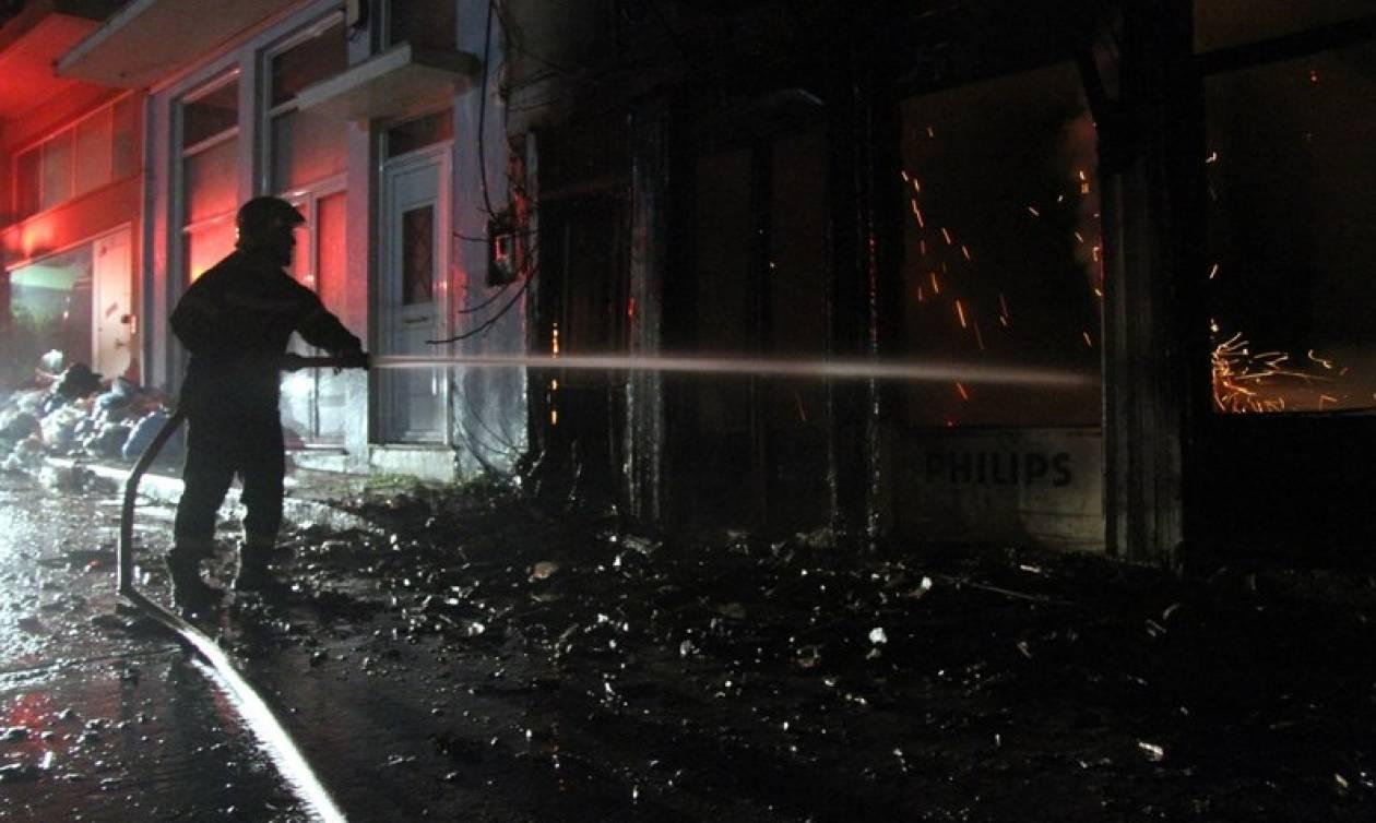 Δύο ελαφρά τραυματισμένοι πυροσβέστες στον Βοτανικό
