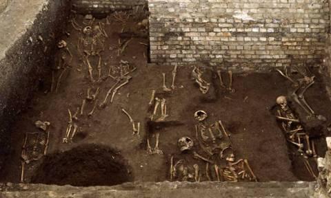 Νεκροταφείο με 1.300 τάφους κάτω από το Πανεπιστήμιο του Κέμπριτζ (photos)