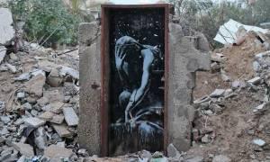 Γάζα: Πούλησε… τσάμπα ανεκτίμητης αξίας έργο του Μπάνκσι σε βομβαρδισμένη πόρτα!